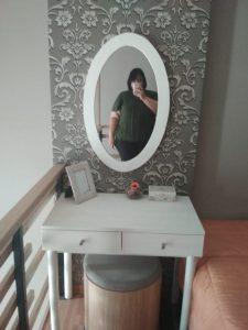 meja rias di kamar