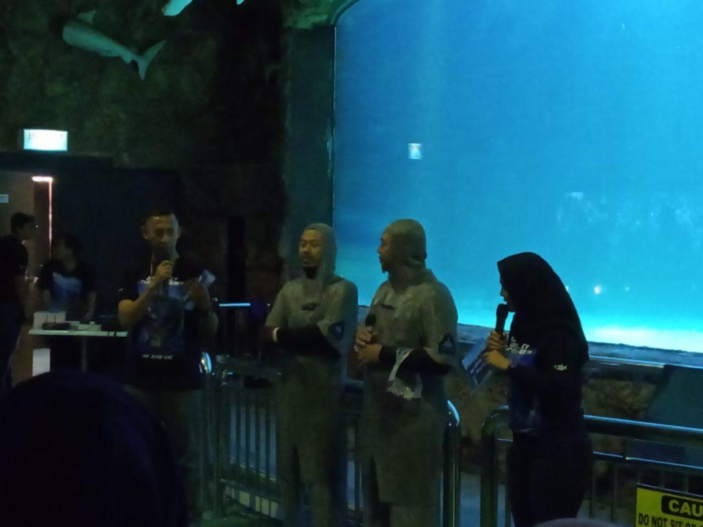 penyelam professional seaworld